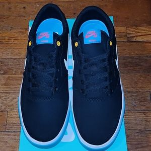 Nwt nike sb charge canvas shoes size 10